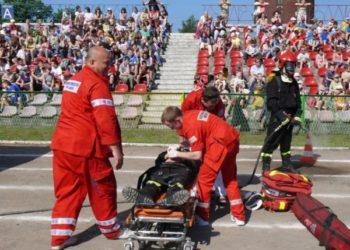 Katowiccy-ratownicy-medyczni-pokaz-stadion-PIasta-Gliwice