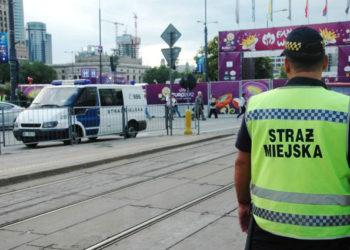 funkcjonariusz-warszawskiej-strazy-miejskiej