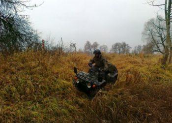 Funkcjonariusz Nadbużańskiego OSG w pojeździe ATV