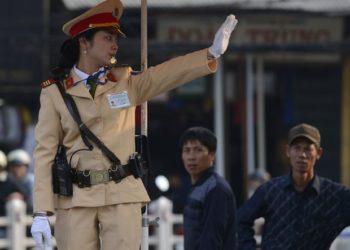 Funkcjonariuszka wietnamskiej policji drogowej