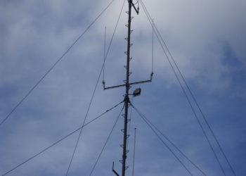 Maszt radiowy wraz z antenami