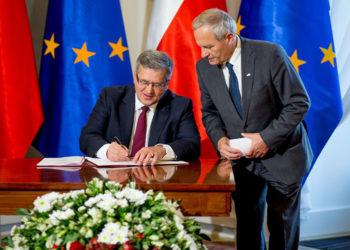 prezydent-komorowski-podpisanie-strategii-Bezpieczenstwa-Narodowego-RP