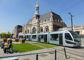 Pociąg metra na stacji Gere de Valenciennes.