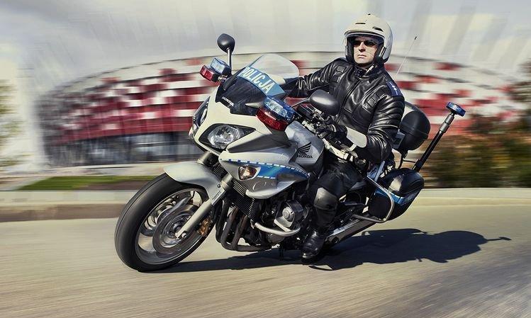 policjant-na-motocyklu