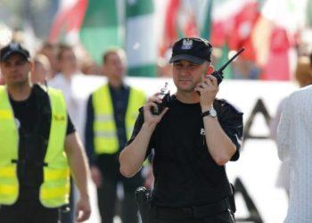policjant-radiotelefony-zabezpieczenie-pochodu