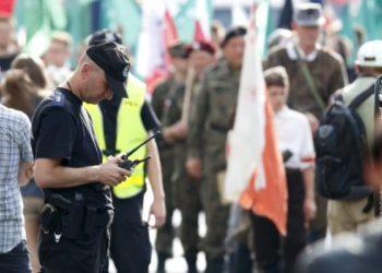 policjant-radiotelefony-zabezpieczenie-demonstracji.jpg