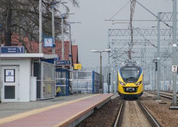PKP-polskie-linie-kolejowe-pociag-stacja