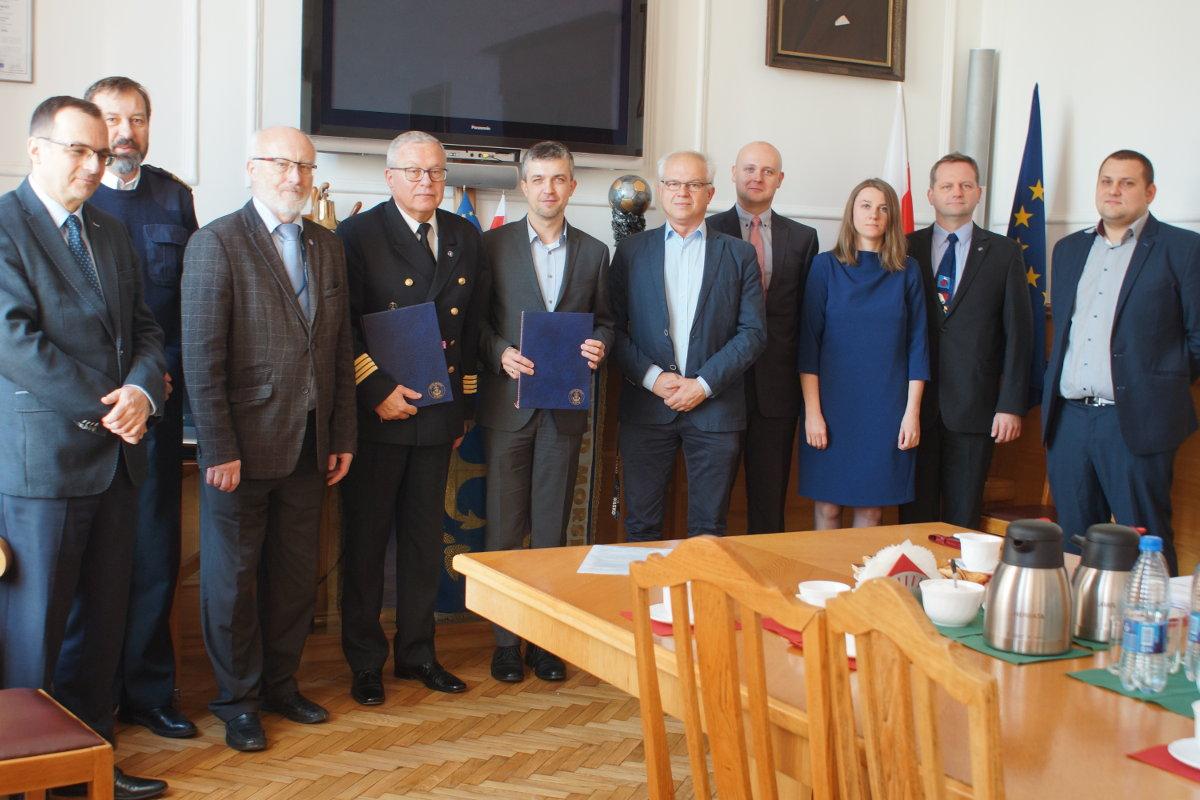 Podpisanie-umowy-GMDSS-PL-Urzad-Morski-Gdynia-Wasko