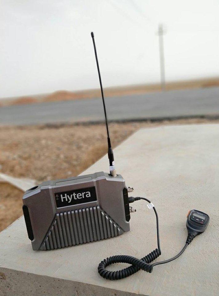 przemiennik-mobilny-hytera-E-pack100-dmr-antena