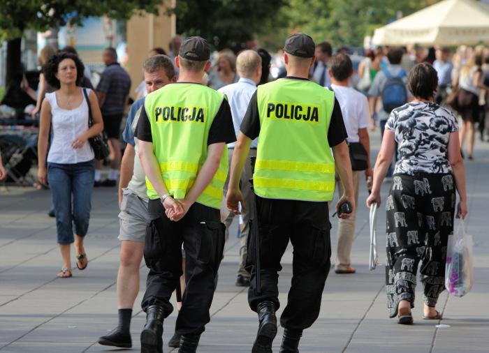 Policjanci - patrol - radiotelefony TETRA
