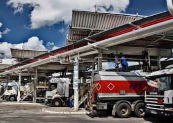 Pern-baza-przeladukowa-ropy-paliw-plynnych