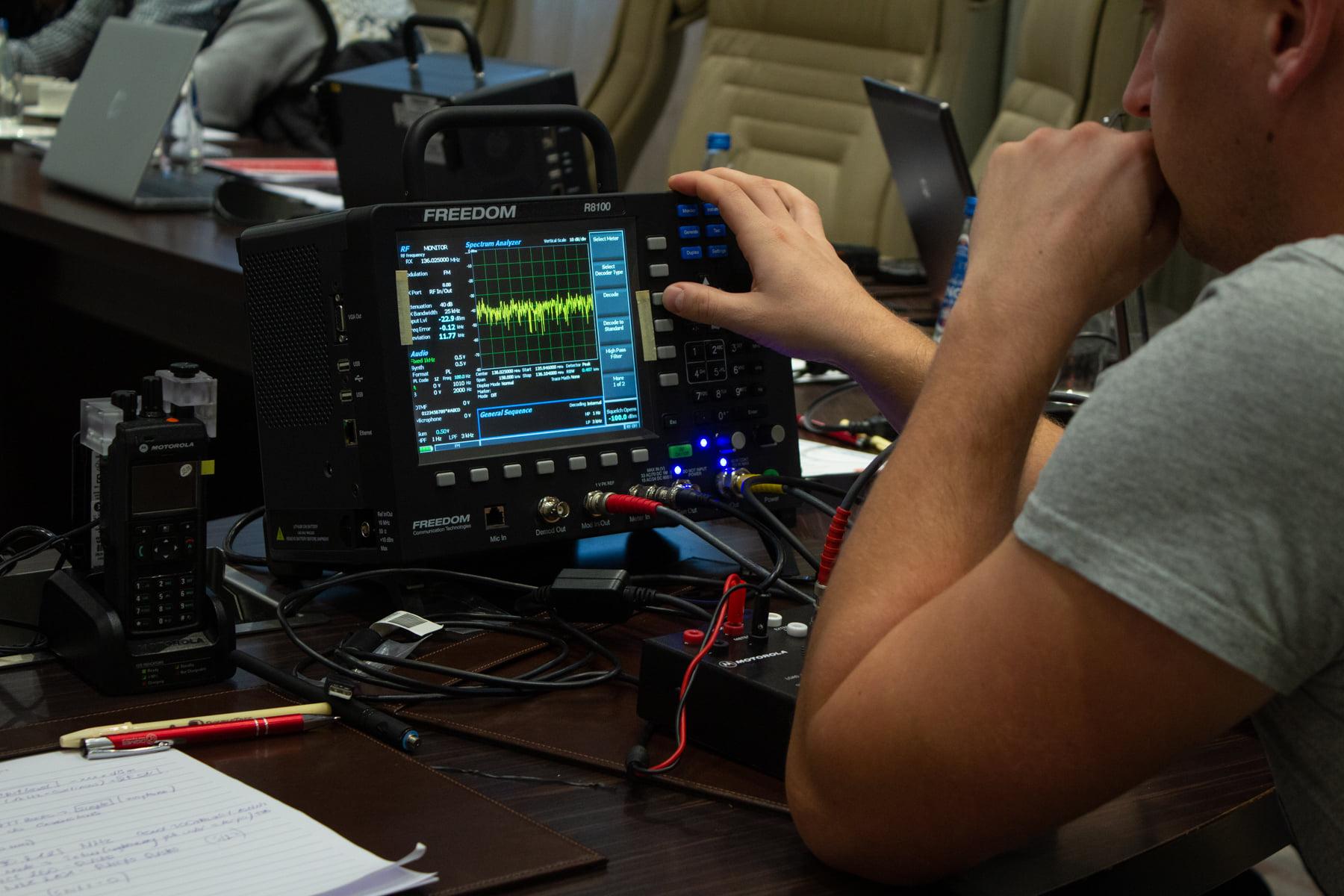 Freedom-R8100--szkolenie-testery-radiokomunikacyjne-Digimes-Policja-Komenda-Glowna