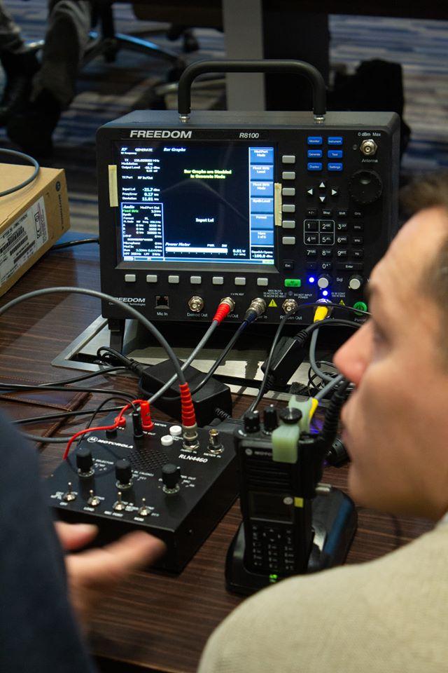 Freedom-R8100--szkolenie-testery-radiokomunikacyjne-Digimes-Policja