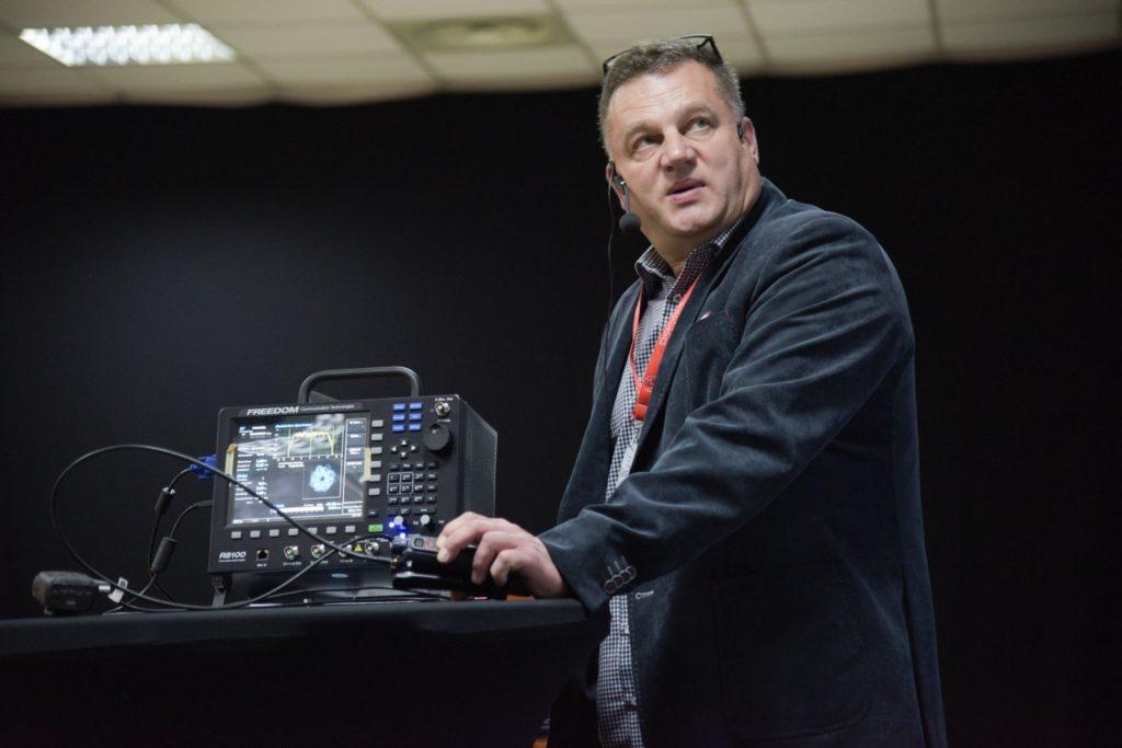 Robert Kosciesza podczas prezentacji na konferencji RadioEXPO 2017