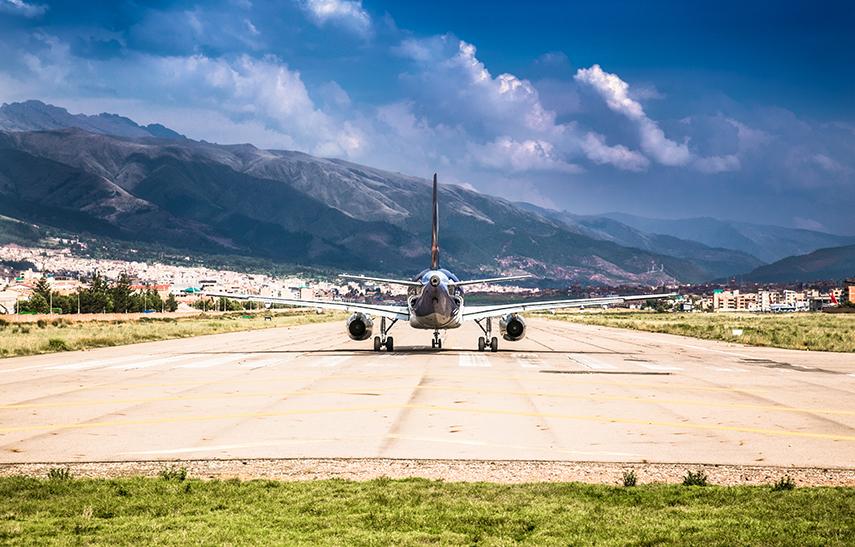 Samolot pasażerski na lotnisku w Peru
